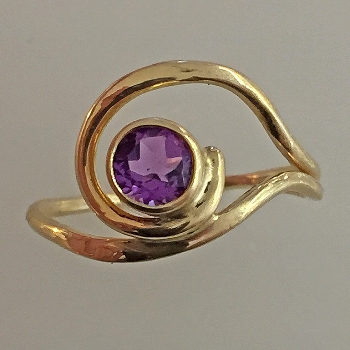 14K Yellow Gold Amethyst Ladies Ring - $285