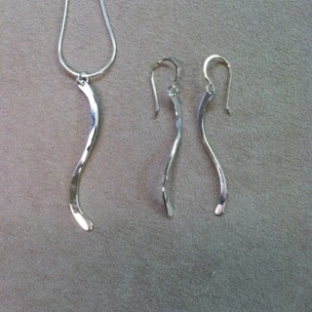 matching-pendant-earrings-swirl